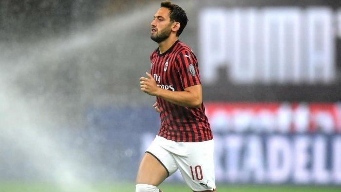 Live Streaming TV Online AC Milan vs Fiorentina Liga Italia, Rumor Calhanoglu ke Manchester United